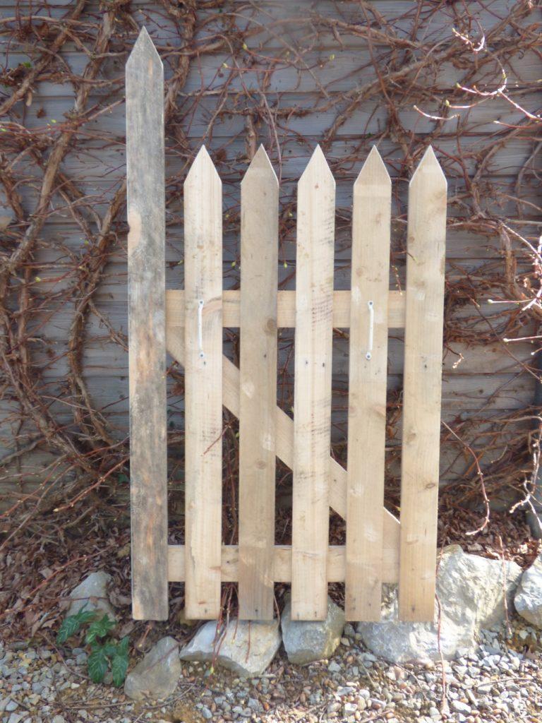 Portillon bois de palette recupfactory d coration et for Petit portillon en bois