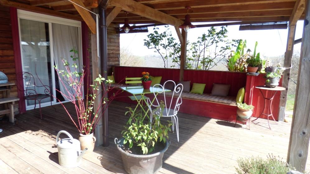 Auvent de terrasse et banc coffre