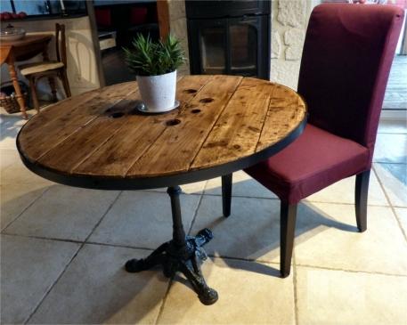 recupfactory pau décoration vintage bois palette table bistrot avec touret de récupération et pied en fonte vintage