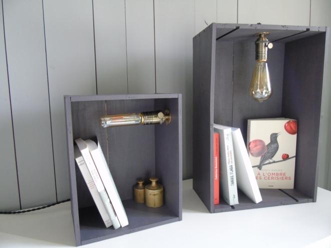 petite et grande caisses bois lumiere ambiance jour vintage retro indus caisse en bois recup et factory ampoule edison.