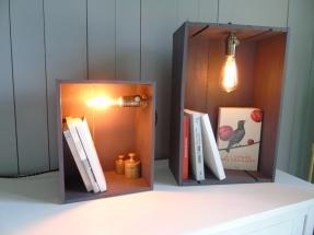 petite et grande caisses bois lumière ambiance nuit vintage rétro indus caisse en bois recup et factory ampoule édison.
