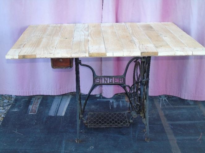 table tuto pied de machine à coudre vintage factory brute