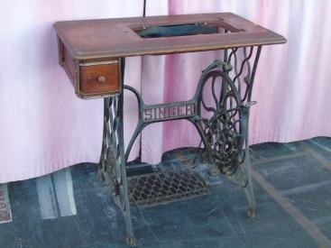 table tuto pied de machine à coudre vintage factory base