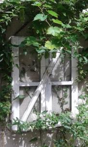 décoration sur mur fenêtre récup